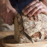 taglio di pane nero